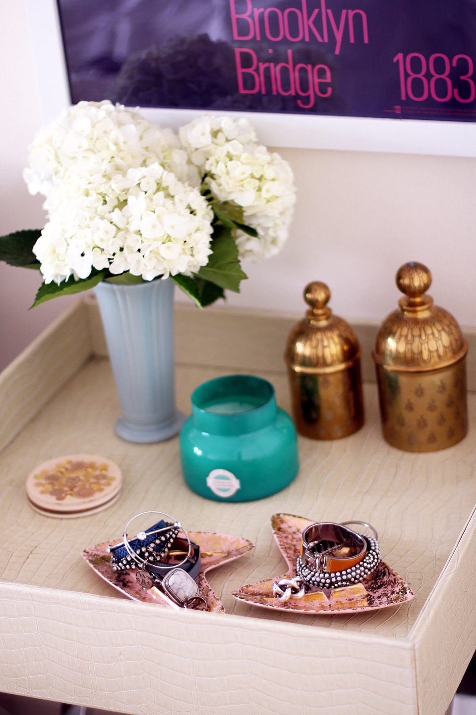 8e7394dd979301bc_We-love-how-everything-her-apartment-mix-store-bought